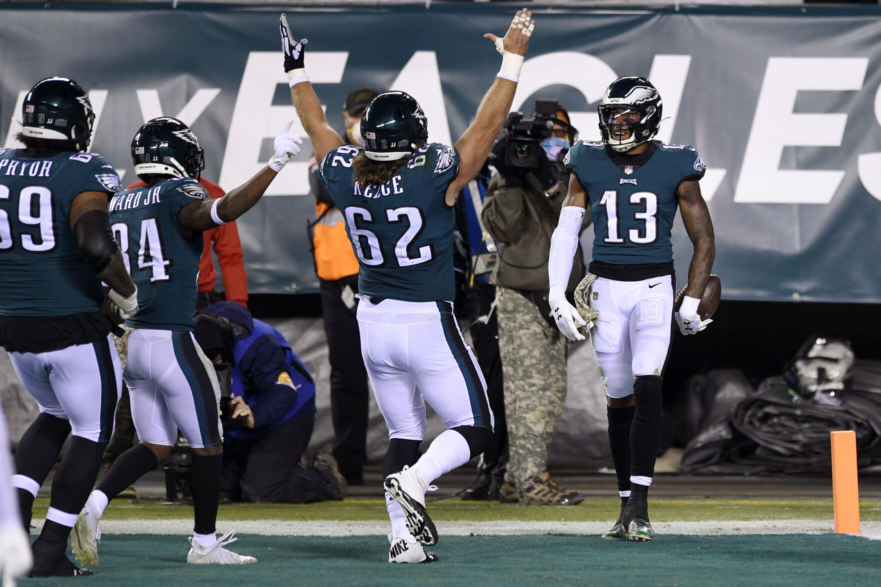 Eagles beat Cowboys 23-9 in sloppy battle for 1st place in NFC east 6