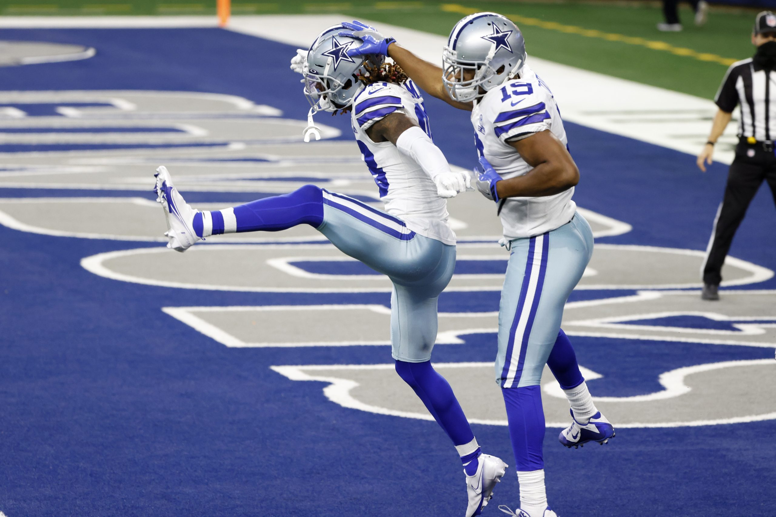 Cowboys defeat Eagles 37-17 to stay alive in NFC East playoff race 6