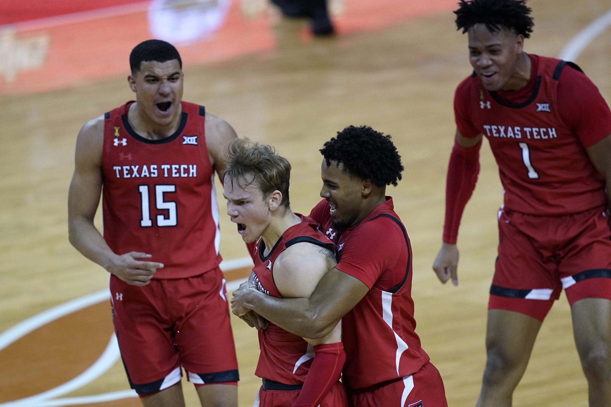 No. 15 Texas Tech knocks off No. 4 Texas, 79-77 6