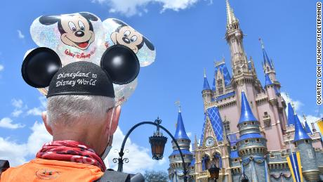 A Texas man ran from Disneyland to Disney World. Here's why 5