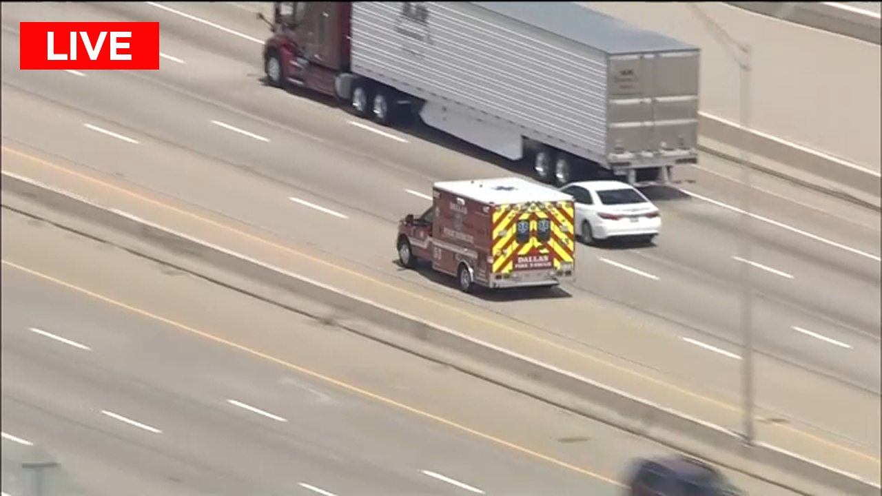 Watch LIVE: Police chasing stolen ambulance in Dallas 6