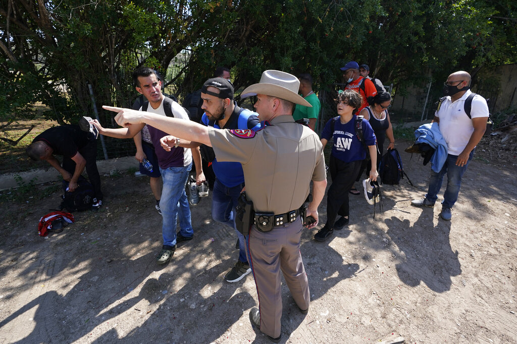 Federal gov't sues Texas to block troopers making migrant stops 6