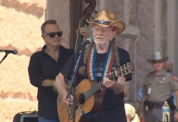 Willie Nelson, Beto O'Rourke rally with hundreds for voting rights at Texas Capitol 13