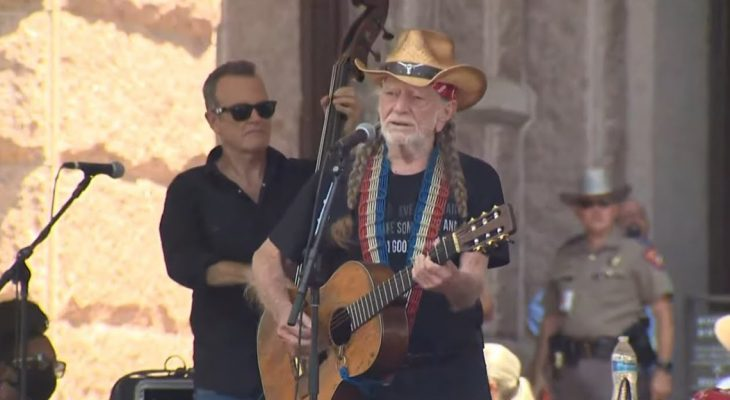 Willie Nelson, Beto O'Rourke rally with hundreds for voting rights at Texas Capitol 10