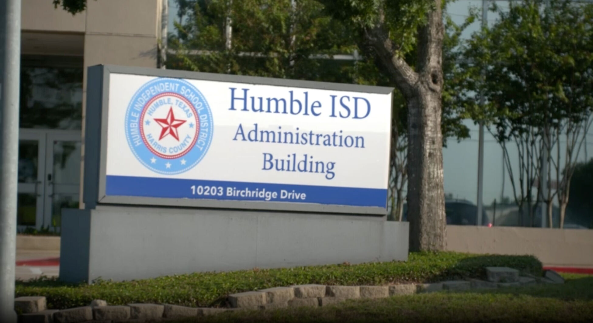Covid-19 cases at this Texas school are spiking, yet officials buck local mask mandate 6
