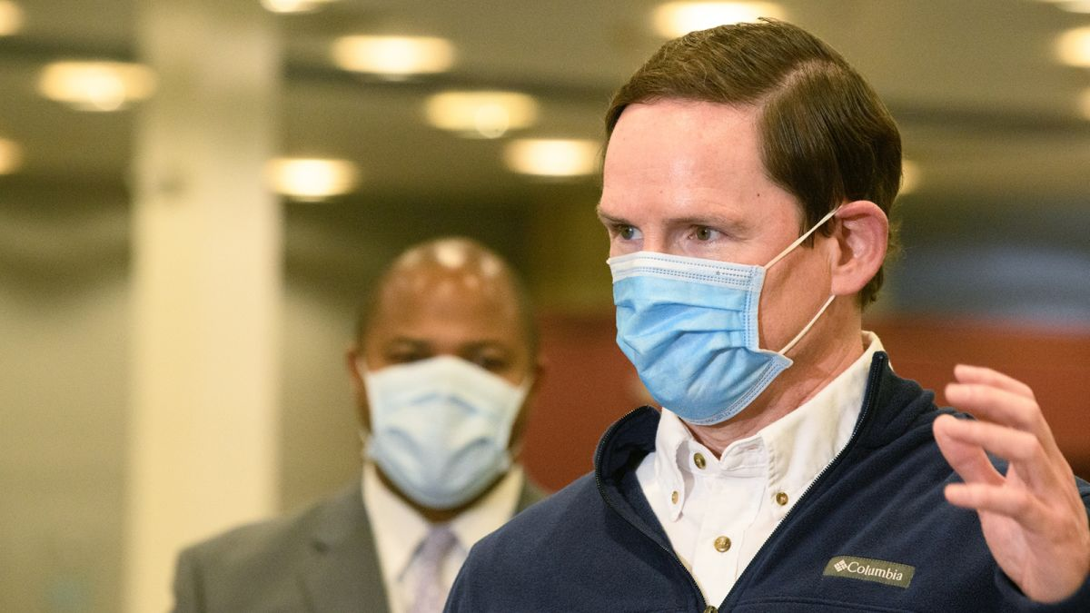 Dallas County judge asks for temporary restraining order against governor's mask mandate ban 6