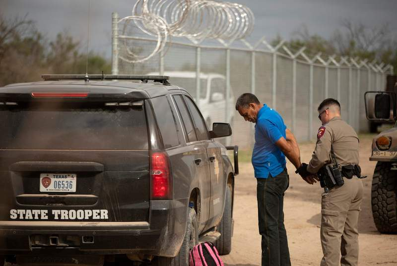 Judge to rule Tuesday on federal lawsuit to block migrant stops by Texas state troopers 6