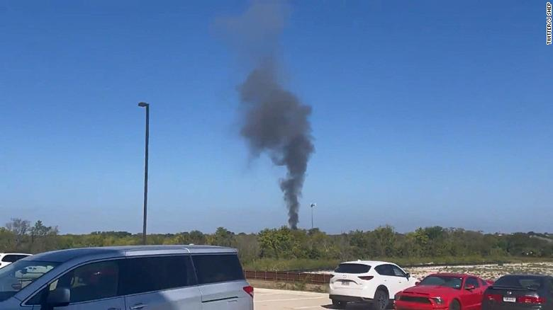 2 injured after a military aircraft crashes in a residential area of Lake Worth, Texas 3