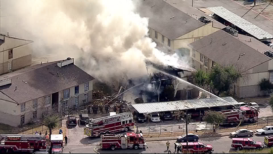 At least 7 hurt, 2 critical in Dallas apartment building collapse 6