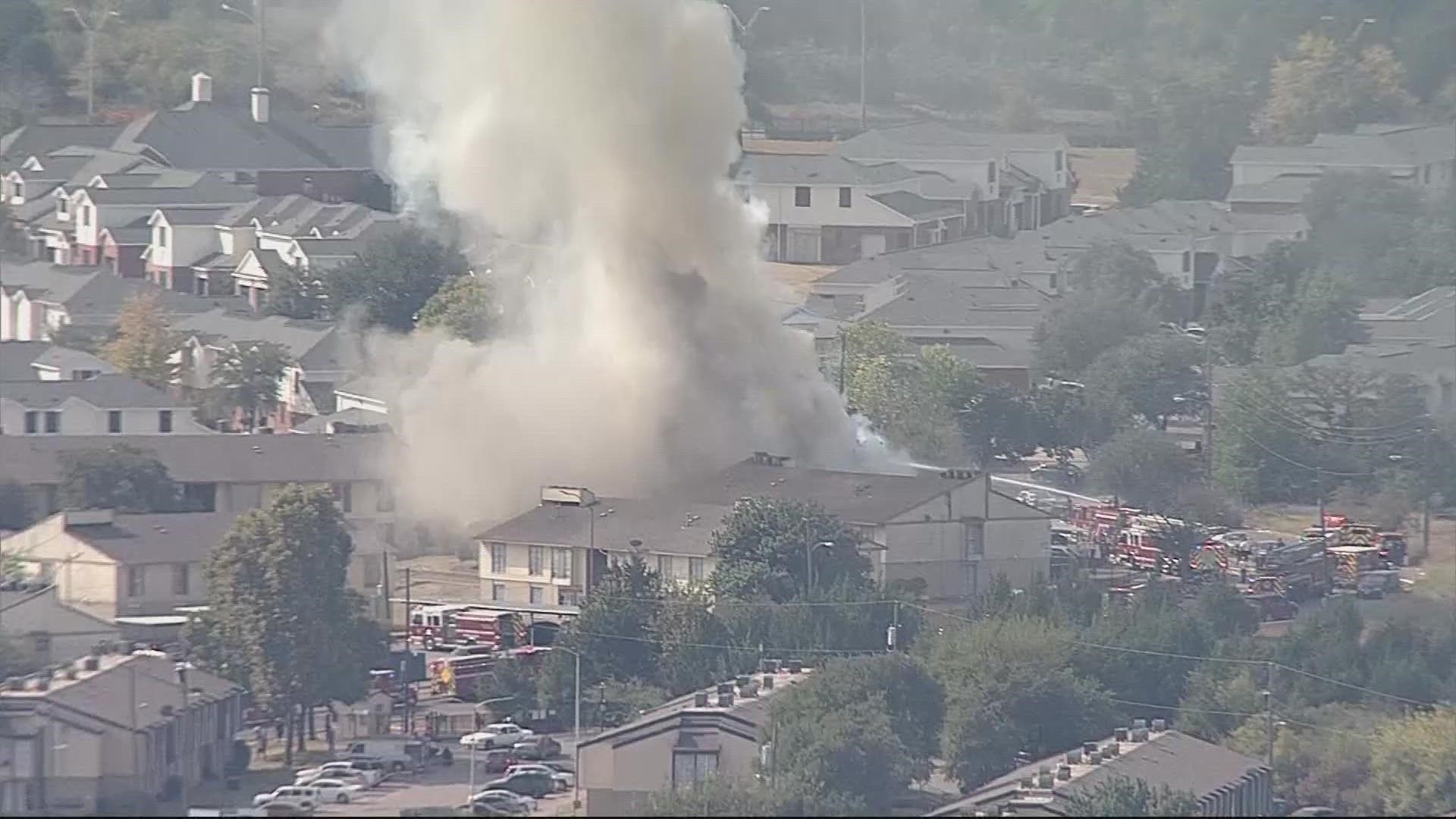 Dallas apartment building collapses amid raging fire 6