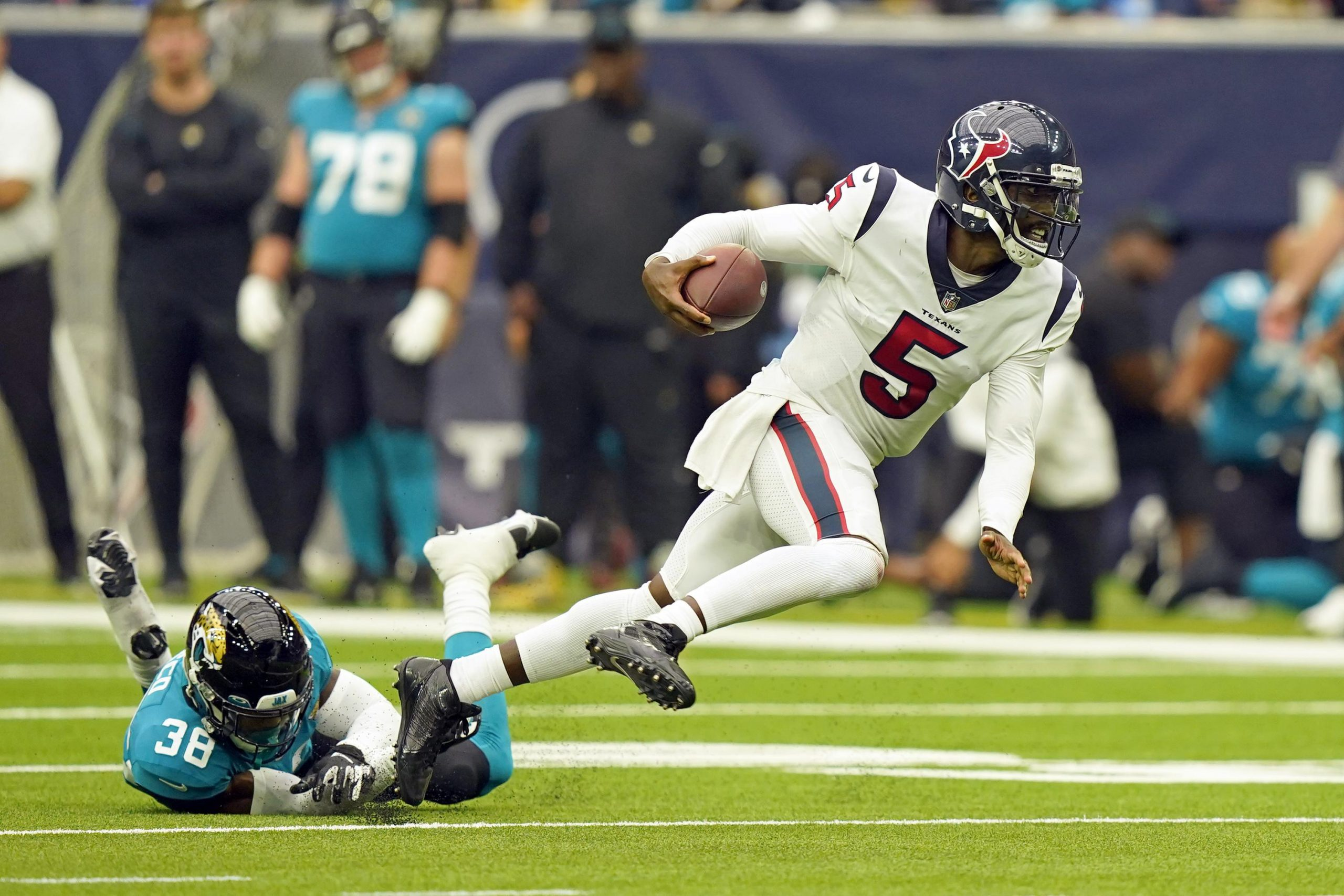 Taylor helps Texans down Lawrence, mistake-prone Jags 37-21 6