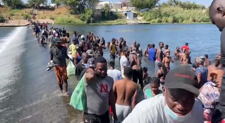 US closes part of Texas border, begins flying Haitians home 10