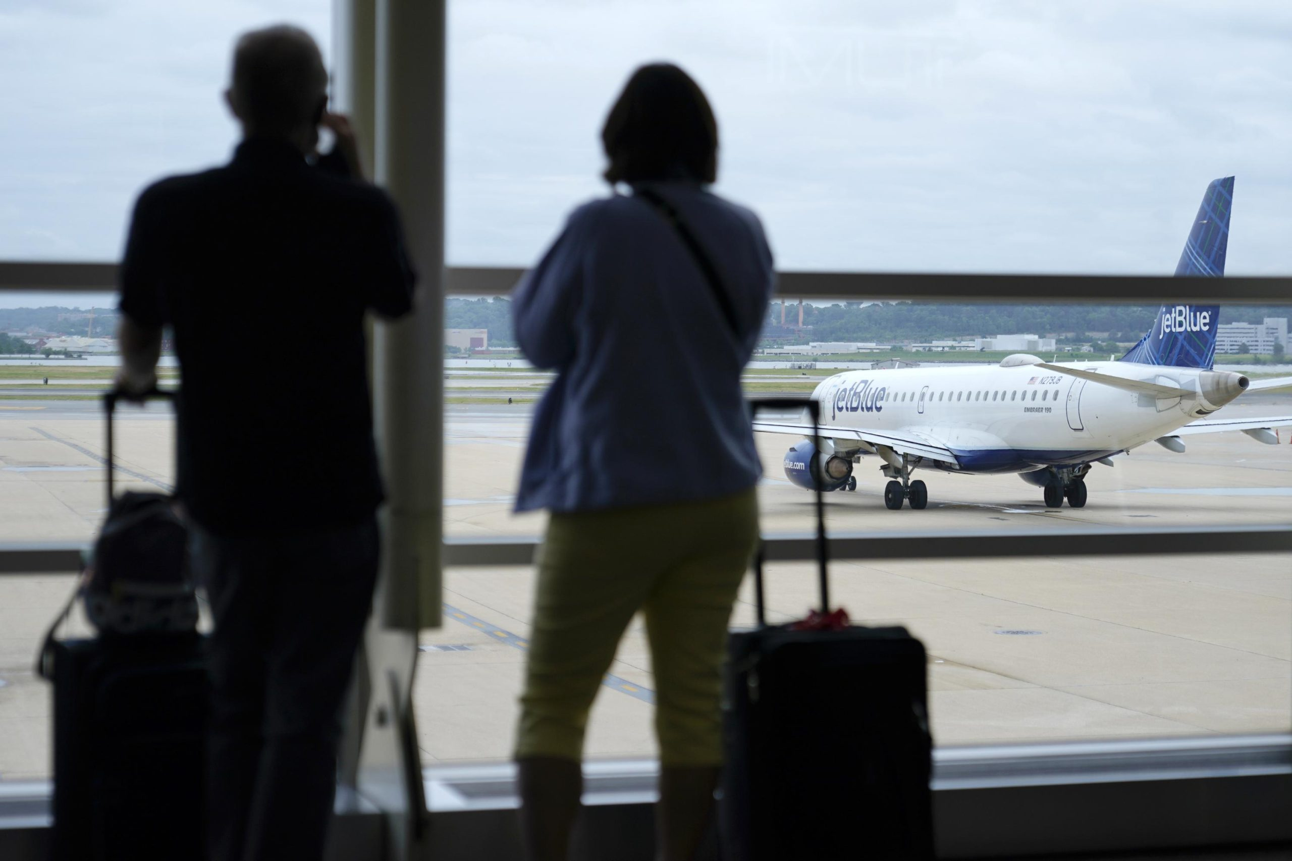 American, other airlines will require employee vaccinations 6