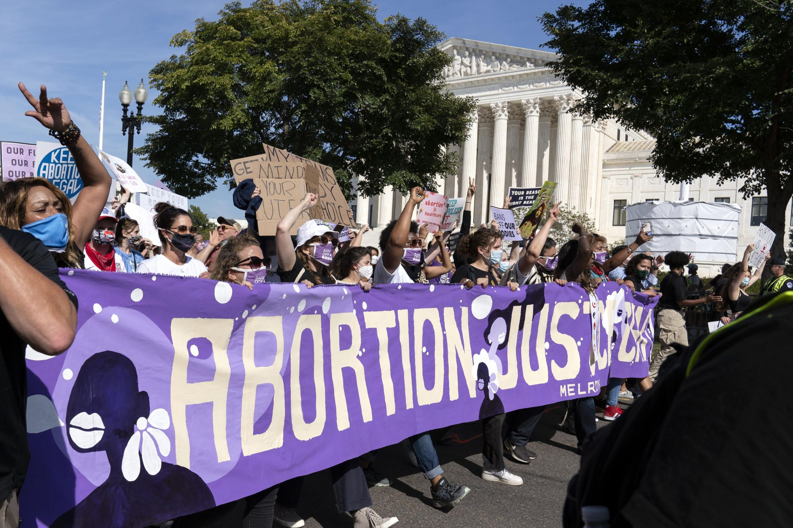 Biden lifts abortion referral ban on family planning clinics 6