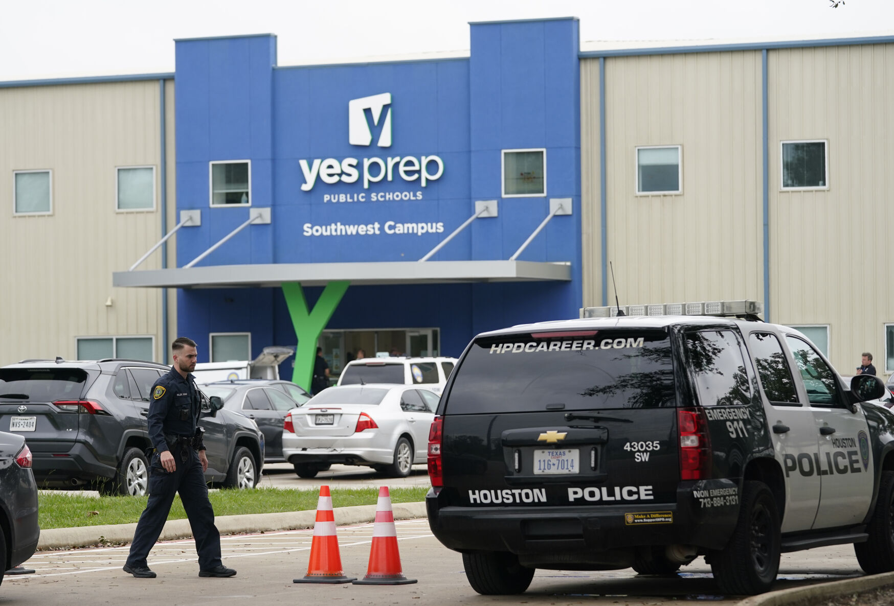 Classes resume at Texas school after shooting that wounded 2 6